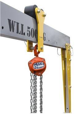 Lightweight Gantry with Hoist
